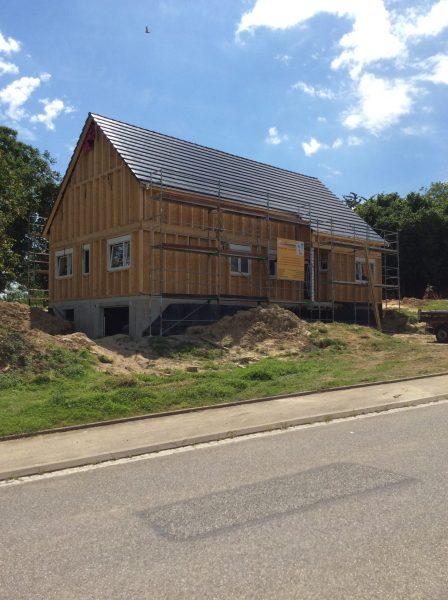 couverture de la toiture d'une maison à ossature bois betschdorf, bas-rhin, alsace