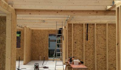 intérieur d'un chantier d'une maison à ossature bois dans la ville de Lobsann, Bas-Rhin, Alsace