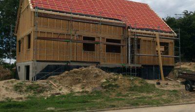 mise en place du lattage lors de la construction d'une maison à ossature bois à Betschdorf, bas-rhin, Alsace