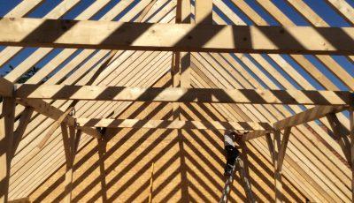 structure de la charpente d'un chantier d'une maison à ossature bois située à Betschdorf, Bas-Rhin, Alsace